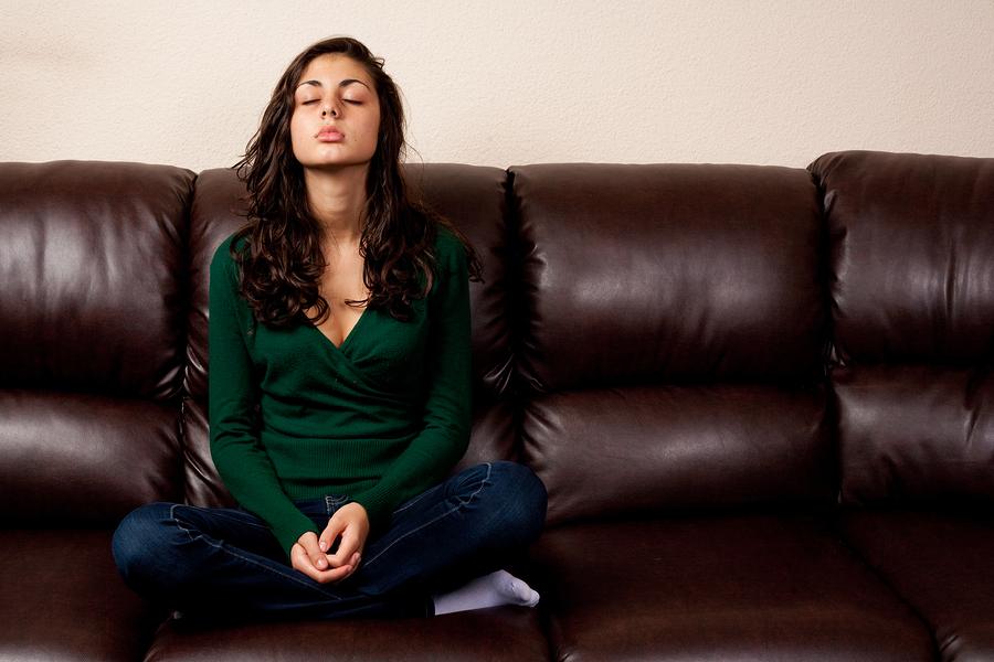 Расслабились на кожаном диване, порно фото миндиашвили