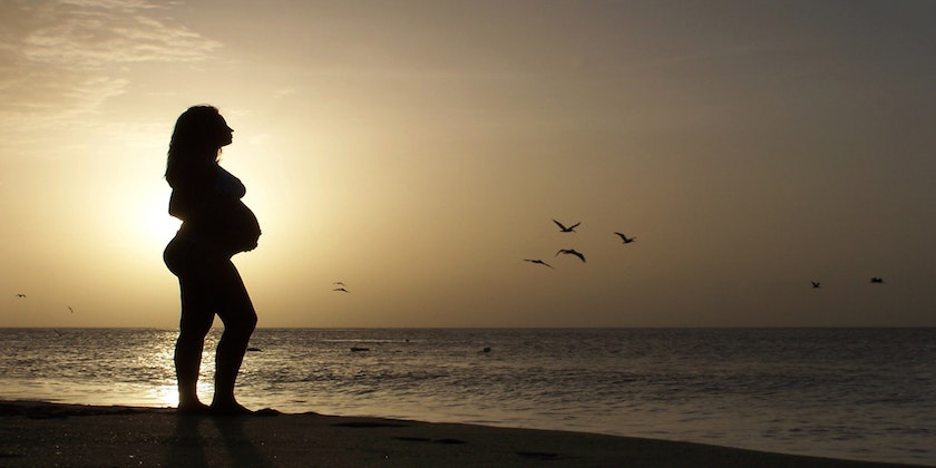 6 tips to booking a healthy vacation while pregnant